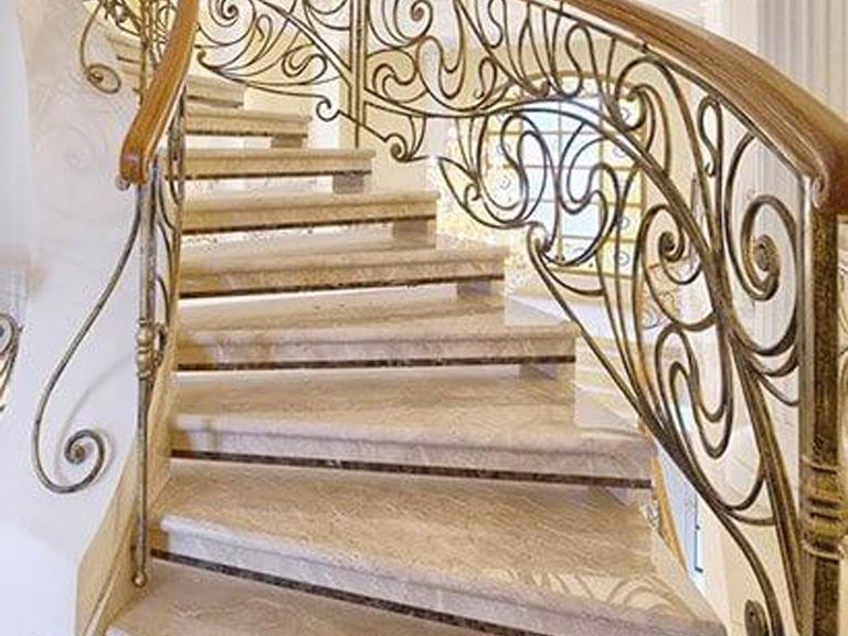eleganckie kamienne schody